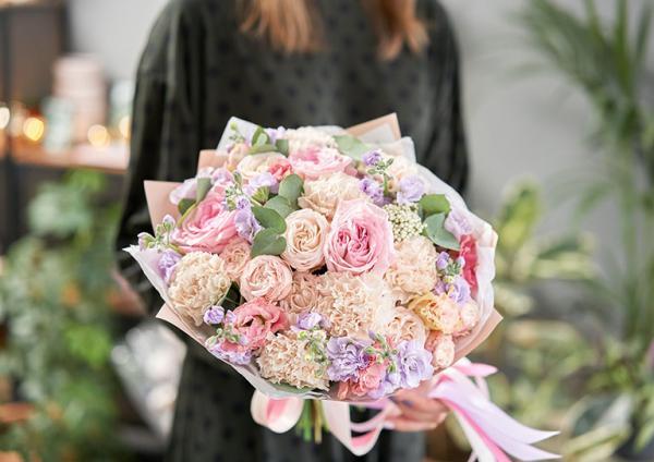 bukiet kolorowych kwiatów