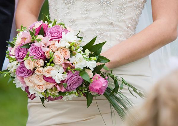 bukiet kwiatów ślubnych