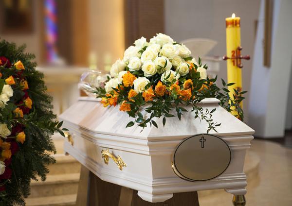 bukiet kwiatów żałobnych